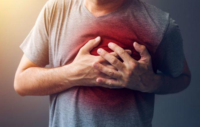 Đau và co thắt ngực chính là những biểu hiện thường thấy nhất của trứng đau tức ngực
