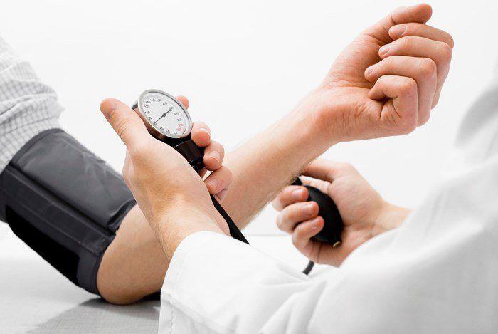 Huyết áp được xác định bằng sự đáp ứng lưu lượng máu và lượng máu bơm vào tim trong động mạch