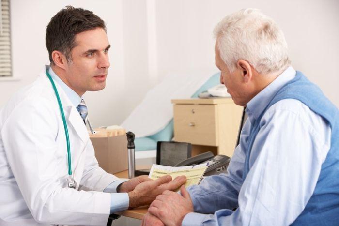 Nếu tình trạng tim đập nhanh, chậm thường xuyên xảy ra bạn cần nhanh chóng đến cơ sở y tế chuyên khoa để thăm khám
