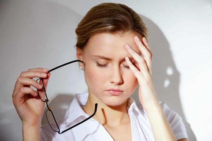 Người bị huyết áp kẹt thường xuyên ra chóng mặt, hoa mắt và nhức đầu
