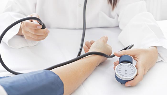 Kiểm tra chỉ số huyết áp là bước tiên quyết cần có