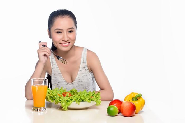 Một chế độ ăn uống hợp lý sẽ giúp bạn duy trì huyết áp luôn ở mức ổn định
