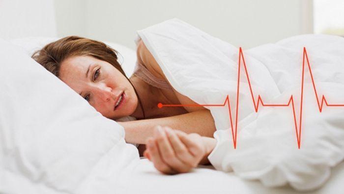 ình trạng nhịp tim nhanh bất thường có thể do ảnh hưởng bởi các yếu tố bên ngoài hoặc bắt nguồn từ bệnh lý