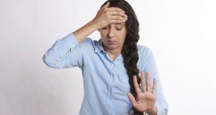 Khi cơ thể phụ nữ bị mất cần bằng hormone sinh dục nữ sẽ khiến cho các vết bầm tím xuất hiện dày đặc trên cơ thể