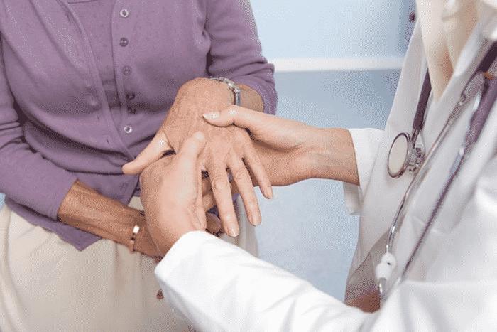 Tê bì chân tay ở người tiểu đường thường kéo dài dai dẳng