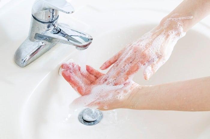 Hãy chú ý làm sạch chân tay hàng ngày