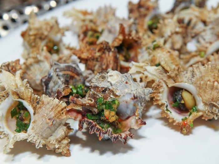 Hải sản là đồ ăn thơm ngon, được rất nhiều người yêu thích