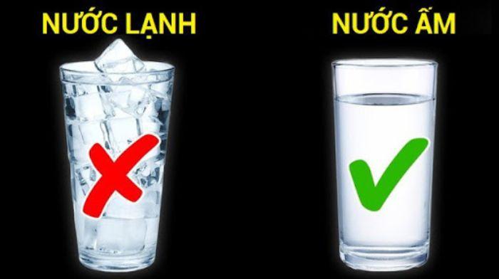 Hãy uống ngay một ly nước nóng khi có dấu hiệu buồn nôn
