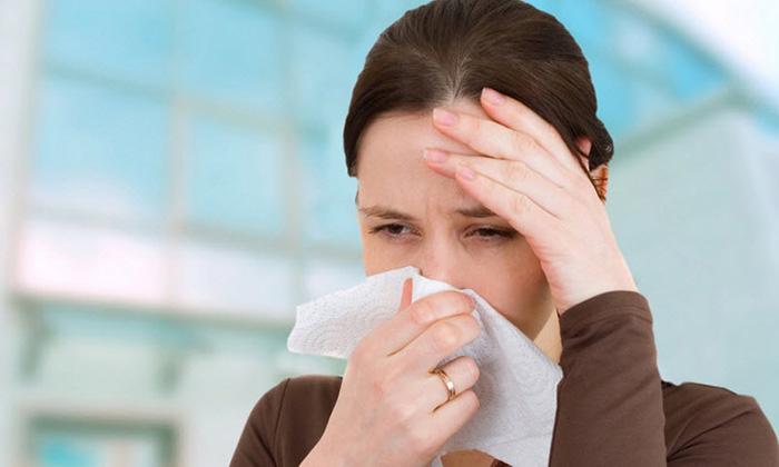 Người cao huyết áp khi chày máu mũi thường kèm theo biến chứng đau đầu, chóng mặt