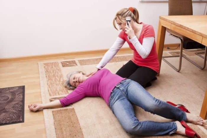 Gọi ngay 115 khi có người bị đột quỵ do tăng huyết áp