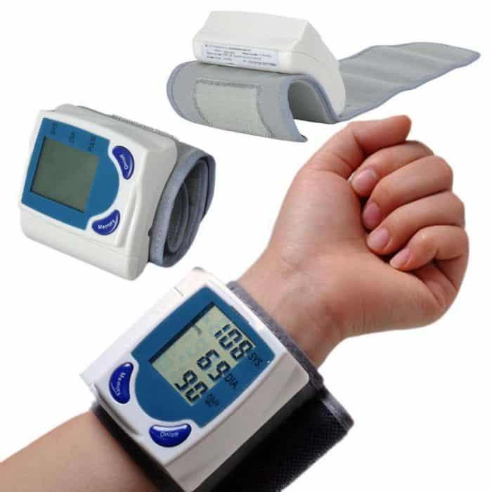 Huyết áp điện tử loại đeo vào cổ tay