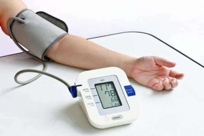 Huyết áp điện tử loại đeo ở bắp tay