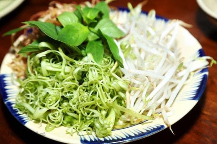 Nên ăn bún kèm các loại rau củ
