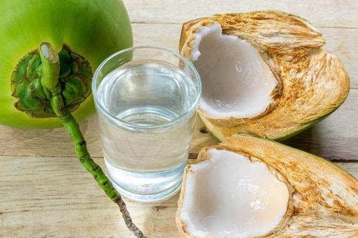 Nước dừa chứa nhiều vitamin và khoáng chất tốt cho sức khỏe