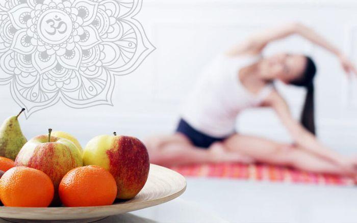 Hãy dùng một ít trái cây nhẹ trước khi tập Yoga để bảo vệ bao tử của bạn