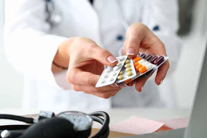Hãy tham khảo ý kiến của bác sĩ trước khi sử dụng thuốc ức chế men chuyển Angiotensin