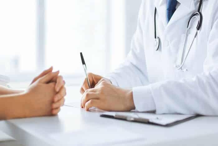 Tái khám định kỳ sẽ giúp bạn theo dõi và điều trị bệnh đúng lộ trình