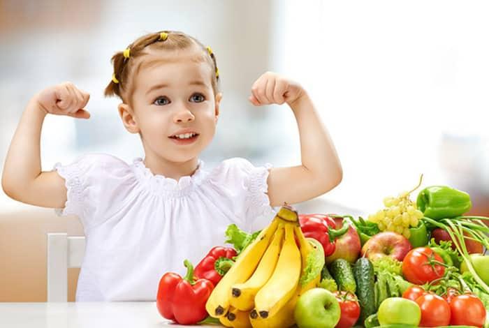 Cha mẹ hãy xây dựng cho con một chế độ sinh hoạt tốt và sử dụng thuốc để điều trị bệnh tiểu đường