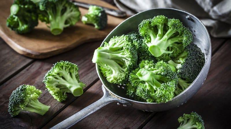 Mọi người nên thường xuyên ăn bông cải xanh và các loại rau có lá màu xanh đậm
