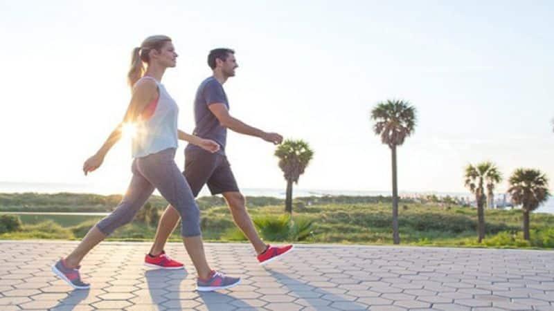 Đi bộ nhanh - 1 trong 8 bài tập tăng tuần hoàn máu
