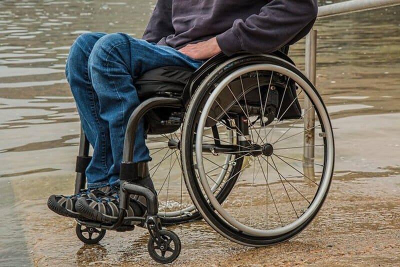 Bị liệt cũng khiến người bệnh phải đối diện với nhiều hệ lụy