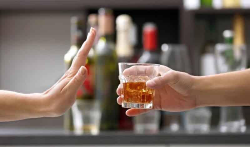 Hạn chế hoặc không uống rượu