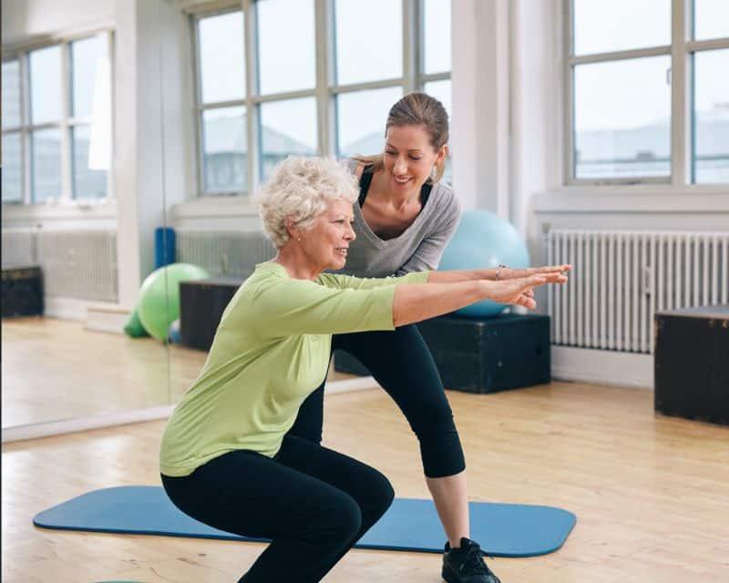 Luyện tập thể thao và kết hợp với chế độ dinh dưỡng hợp lý để phòng bệnh