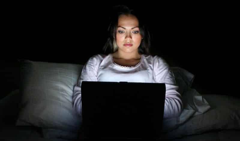 Tia bức xạ từ máy tính có thể gây hoa mắt chóng mặt