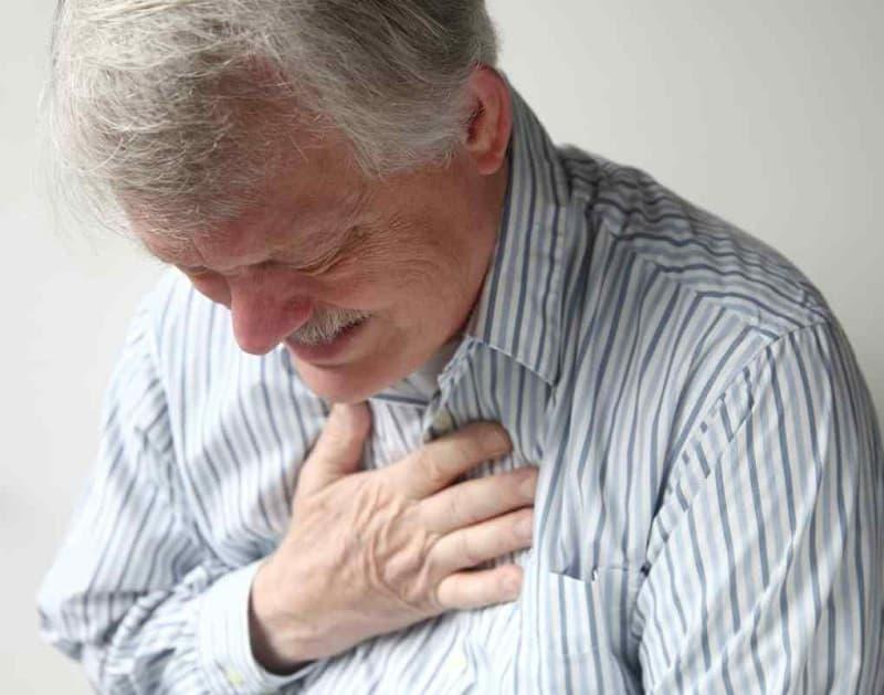 Người bị huyết áp cao, sử dụng nhiều bia, thuốc lá,... dễ bị phình mạch máu