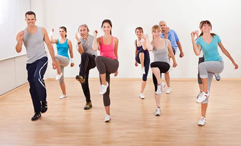 Vận động cơ thể thường xuyên để giảm mỡ máu