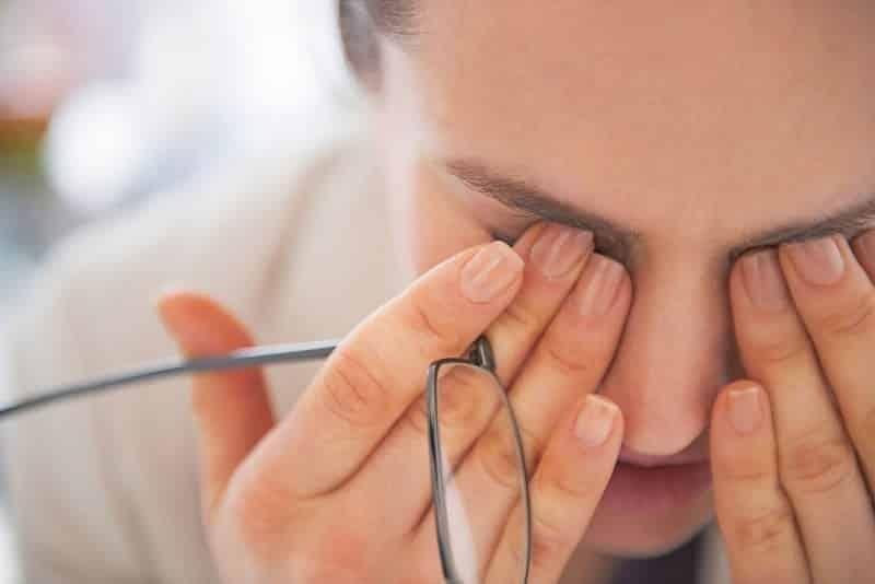 Xuất huyết kết mạc dưới khiến thị lực suy giảm